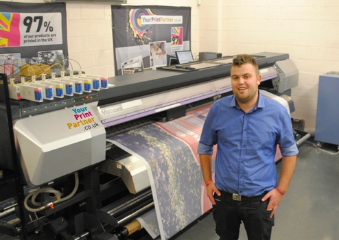 Your Print Partner's Stuart Maclaren with the company's new Mimaki JV5-320DS